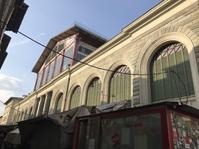 中央市場における世界的DJアレックス・ネーリの扱い - フィレンツェのガイド なぎさの便り