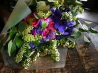 お父様の喜寿のお祝い花束。「紫をきかせた、高貴、豪華な感じ」。グランドホテル1Fレストランにお届け。2018/05/06。 - 札幌 花屋 meLL flowers