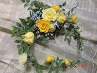 黄色いバラのクレッセントアレンジ♪ - 良かった~探しの人生