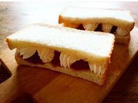 イチゴと生クリームのサンドイッチ… - miyumiyu cafe