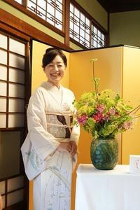老舗料亭でパリスタイル(2)シャンぺトル&ブーケロン - お花に囲まれて