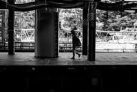 駅のホーム - モノクロ備忘録