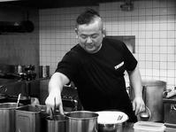 中野町「豚猿」でもやし塩チャーシュー麺と餃子 - ぶん屋の抽斗