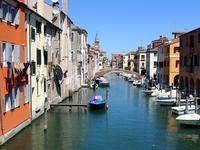 ヴェーナ運河に並ぶ小船 (Canal Vena) - エミリアからの便り