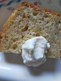 バナナケーキにクリームチーズ、パンにもチーズ - ちゃたろうとゆきまま日記