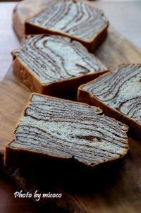 パン・オ・ショコラ - 森の中でパンを楽しむ