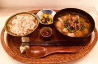 1月27日(日)の営業時間は12:00~17:00です。お味噌汁はゴボウとほうれん草の具沢山汁と… - miso汁香房(ロジの木)