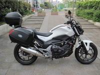 ツーリング仕様のNC750S - バイクの横輪