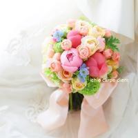 クラッチブーケ 原宿東郷記念館さまへ 5月、光彩 シャクヤクとハーブと - 一会 ウエディングの花