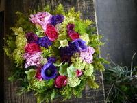 お母様の誕生日にリース型アレンジメント。平岡4にお届け。2018/05/07。 - 札幌 花屋 meLL flowers