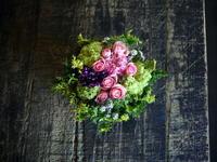 少し早めの母の日にタルト型アレンジメント。「優しい色で」。2018/05/09の19:30ご来店。 - 札幌 花屋 meLL flowers