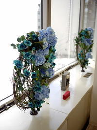 定期的にお取替えしている「歯科 おいしい幸せ」さんのアーティフィシャルフラワー(造花)ディスプレイ。2018/05/10。 - 札幌 花屋 meLL flowers