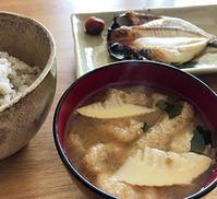 大量の筍から、今度は味噌汁の具としてのたけのこ◎ミソッパより味噌の量、少なめにしてます♪ - Isao Watanabeの'Spice of Life'.