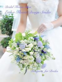 初夏 ブルーの小花のクラッチブーケ - ブライダルアルバム