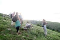 友と登り夕日見送るテッツィオ山、ウンブリア - イタリア写真草子 Fotoblog da Perugia