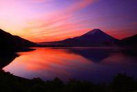 30年5月の富士(9) 本栖湖朝焼けの富士 - 富士への散歩道 ~撮影記~