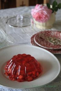 イチゴのデザートづくり ①いちごのゼリー - 暮らしを紡ぐ