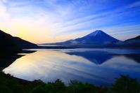 30年5月の富士(10) 本栖湖の青い富士 - 富士への散歩道 ~撮影記~