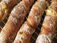 フルーツとクリームチーズのバトン - slow life,bread life