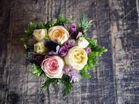 お誕生日にタルト型アレンジメント。南25条にお届け。2018/05/20。 - 札幌 花屋 meLL flowers