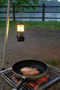 大原 源氏食堂のポークソテー肉を炭焼きで - X-T1やあれこれ