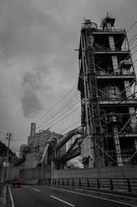 赤錆の塔と走り去る赤いトラクターの記憶 - Film&Gasoline