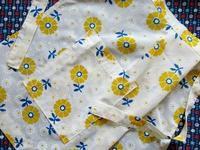 黄色い花柄のビンテージ・エプロン -  Der Liebling ~蚤の市フリークの雑貨手帖2冊目~