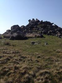 アーサー王の墓ベッドアーサーを求めて - イギリス ウェールズの自然なくらし