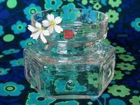 ダーティントン・クリスタルの八角形の花瓶 -  Der Liebling ~蚤の市フリークの雑貨手帖2冊目~