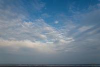 曇だらけの空のようでも - 東に向かえば海がある