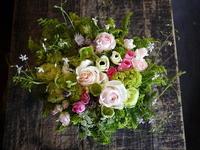 ご両親のお誕生日&結婚記念日にアレンジメント。「ピンク系+野草系、やさしく」。もみじ台東7にお届け。2018/05/26。 - 札幌 花屋 meLL flowers