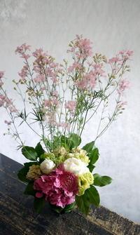 ご自宅での三回忌法要にアレンジメント2種。美園9にお届け。2018/05/26。 - 札幌 花屋 meLL flowers