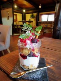 雨の水曜日 * NICO cafe のベリーヨーグルトパフェ再び♡ - ぴきょログ~軽井沢でぐーたら生活~
