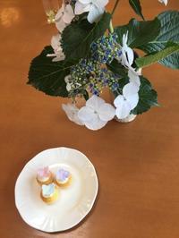 ボランティアレッスン 紫陽花のミニカップケーキ - Something Sweet