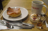 Krispy Kreme Doughnuts(クリスピー・クリーム・ドーナツ)『クリスピーフローズン ホワイトピーチ』 - My favorite things