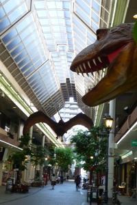 商店街に恐竜が。 - Happy world by yoshiko