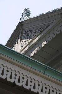 新宿御苑旧洋館御休所を見学しました。写真NGなので、妻飾りを撮りました。 - 設計事務所 arkilab