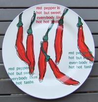 100円ショップのお皿を壁に掛けて飾る - 人生で我慢するのはトイレだけ!