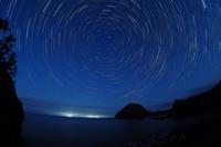 星明りに浮かぶ巨大岩のシルエット。佐渡・大野亀・・・宇宙はデカイな♪2018佐渡紀行(1) - 『私のデジタル写真眼』