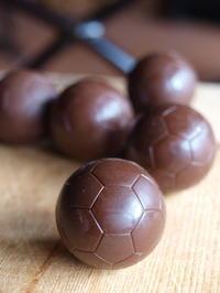 サッカーボール型のチョコレートを作りました - al Ragu' 2012 fukusumumacidayori