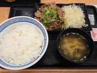 6/5  ねぎ塩牛カルビ焼肉定食大盛¥750@吉野家 - 無駄遣いな日々