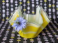 黄色いハンカチ型ガラス製花器 -  Der Liebling ~蚤の市フリークの雑貨手帖2冊目~