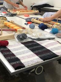 NHK文化センター守口教室の皆さんの作品。うね織りの見本、間に合いました。 - 手染めと糸のワークショップ