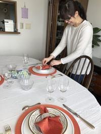 日本留学を終えて帰国が決まった女性 - やさしい光のなかで