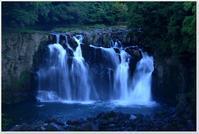 「日本の滝100選」関之尾滝(都城市) - ハチミツの海を渡る風の音