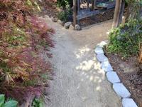 裏庭の通路完成 - お転婆シニアのガーデニング、旅、ロードバイク、たまの料理