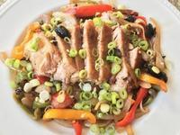 ブラインしたポークチョップ&アボカドとスナップエンドウのサラダ - やせっぽちソプラノのキッチン2