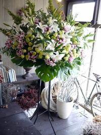 ご葬儀のスタンド花。北5条の斎場にお届け。2018/06/06。 - 札幌 花屋 meLL flowers