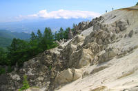 不思議な光景!白砂の山頂ビーチ日向山 - 山登りはじめました!
