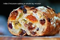 カンパーニュ・フリュイ - 森の中でパンを楽しむ